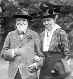 Andrew_&_Louise_Whitfield_Carnegie_1915